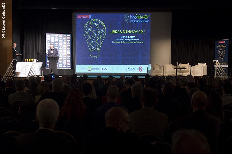 L'organisateur Denis Lafay présente le déroulé de la soirée (création : charte graphique + BigWall + fonds d'écran animés + Kakémono)