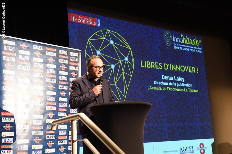 L'organisateur Denis Lafay présente le déroulé de la soirée (création : charte graphique + BigWall + fonds d'écran animés)